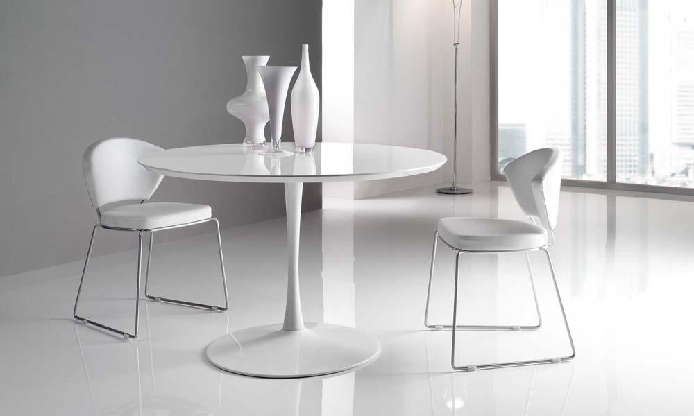 Catalogo mobili cucine ed arredi for Tavoli bianchi moderni